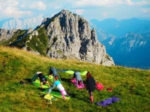 Die Gruppe, Yoga am Berg