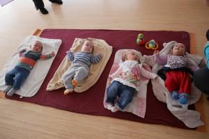 Vier Kinder beim Mama Baby Yoga
